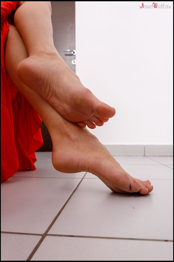 Noemi's World - Barbara - Blonde goes barefoot in the kitchen - Femdom Pictures