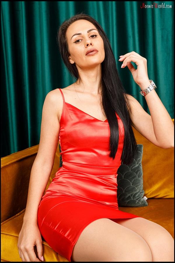 Noemi's World - Chiara - Brunette loves sheer nude pantyhose! - Femdom Pictures