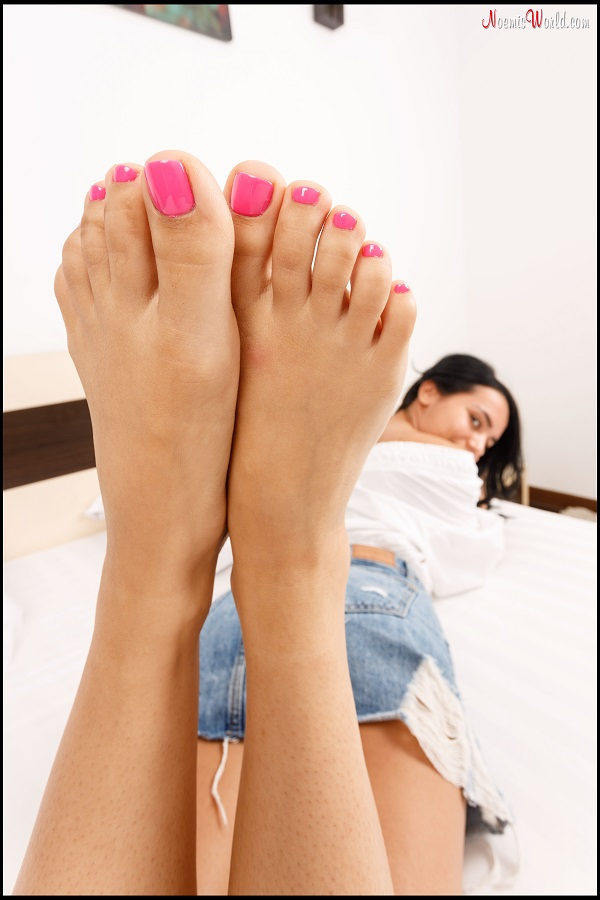 Noemi's World - Sofia - Cute brunette with wide soles and pink toenails - Femdom Pictures