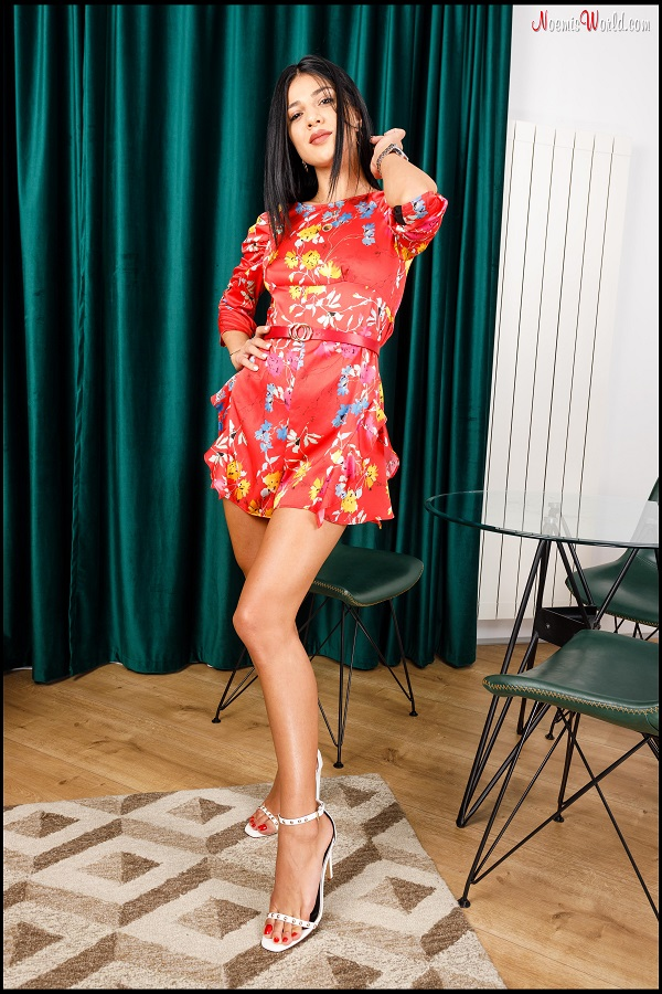Noemi's World - Satine - Brunette with amazing big feet and perfect red toenails! - Femdom Pictures