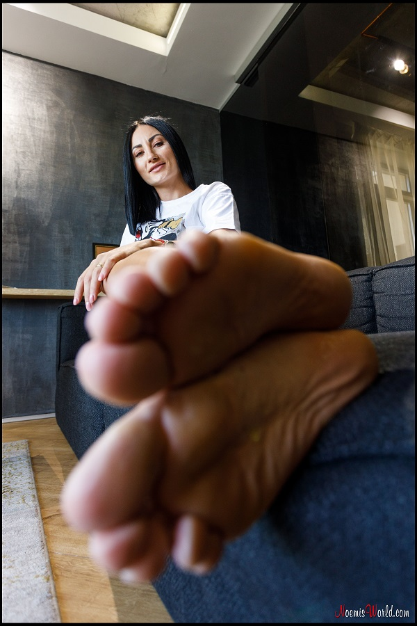 Noemi's World - Florence - You can't have enough of her rough soles, right? - Femdom Pictures