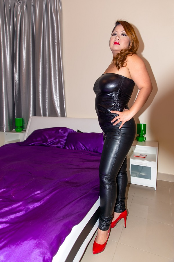 Wetlookfashion - Miss M in leather - Femdom Pictures