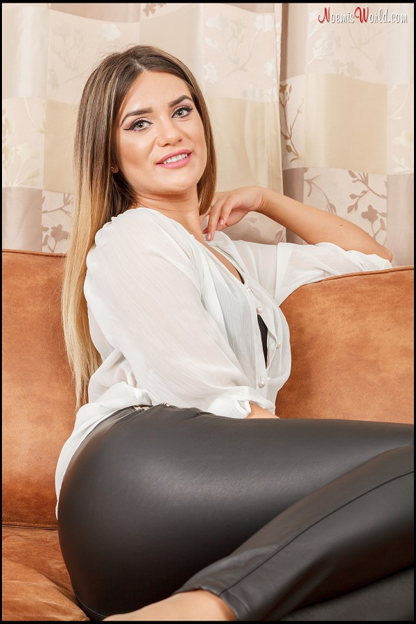 Noemi's World - Ambra - You need her smelly sheer nylons - Femdom Pictures