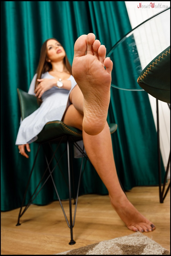 Noemi's World - Amy - She will catch your nose between her long toes! - Femdom Pictures