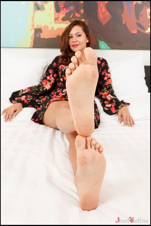 Noemi's World - Enna - It's her relaxing moment, do your job and massage her beautiful feet - Femdom Pictures