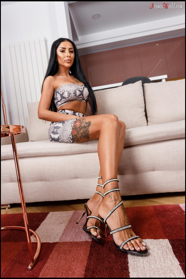Noemi's World - Evelyn - She'll make you swallow her very long toes! - Femdom Pictures
