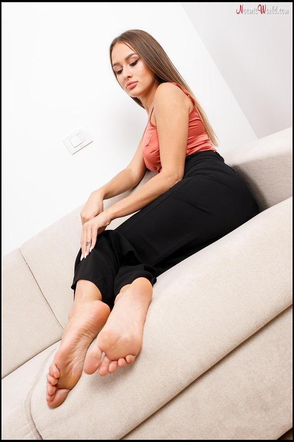 Noemi's World - Inna - Inna's rough soles and pink toenails - Femdom Pictures
