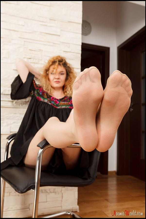 Noemi's World - Roberta - She knows you love to smell well worn nylons - Femdom Pictures