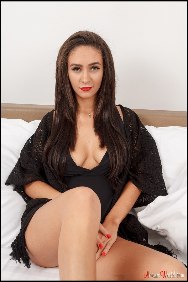 Noemi's World - Ronna - Barefoot model in black lingerie - Femdom Pictures